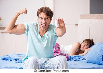 couple, jeune, chambre à coucher