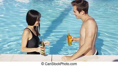 couple, jeune, pains grillés, beau, piscine, natation