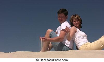couple, jeux, sable