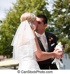 couple, main, colombe, mariage