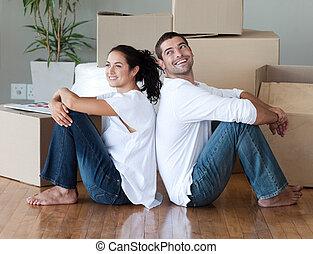 couple, maison, en mouvement, jeune