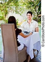 couple, manger dehors