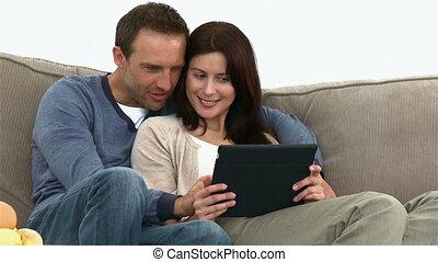 couple, mignon, utilisation, tablette, informatique