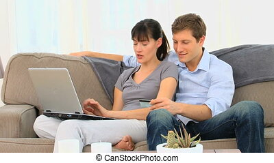 couple, ordinateur portable, heureux