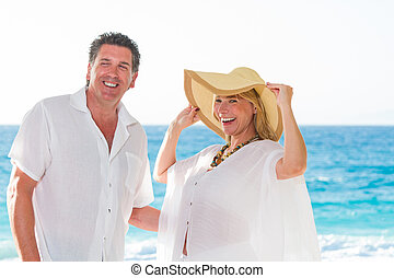 couple, plage, mûrir