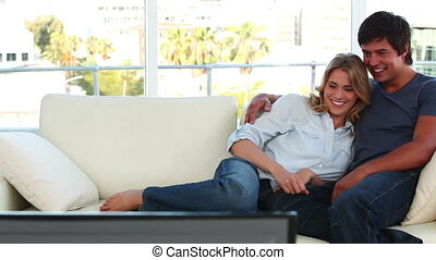 couple, quoique, télévision regardant, rire