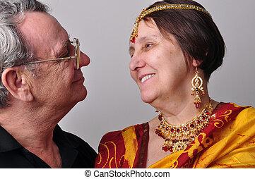 couple, regarder, autre, chaque, portrait, personne agee, heureux