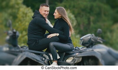 couple, séance, jeune, vélo, quad
