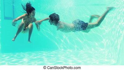 couple, sauter, po, natation, heureux