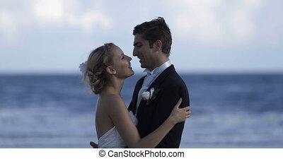 couple, t, mignon, embrasser, nouveau marié