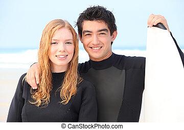 couple, tenu, jeune, planche surf