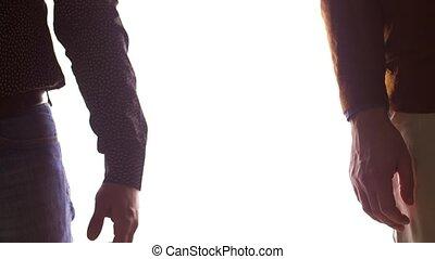 couples gais, haut, tenant mains, fin, mâle