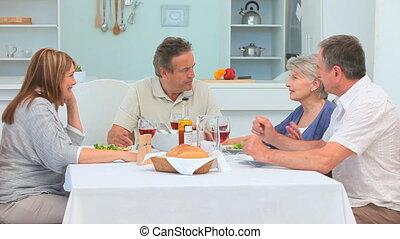 couples mûrs, avoir déjeuner, ensemble