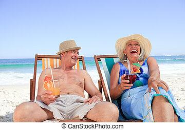 couples mûrs, chaises, pont, séance
