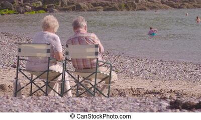 couples, scène, derbyshire, mûrir, plage, royaume-uni