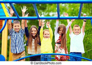 cour de récréation, heureux, ensemble, avoir, excité, gosses, amusement