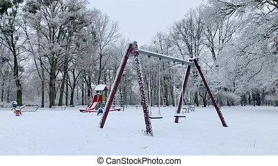 cour de récréation, vide, neige