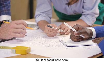 course, arcitect, maison, constructeur, mélangé, discuter, mains, concepteur, blueprint.