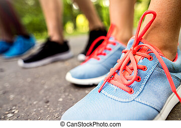 course, ensoleillé, jeune, préparé, park., vert, jambes, athlètes