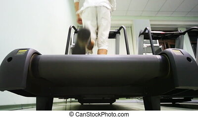 course, gymnase, tapis roulant, jambes, vide, homme