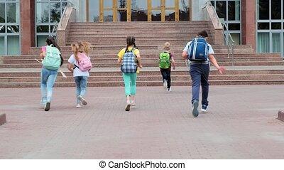 course, junior, écoliers, école, sacs dos, bâtiment