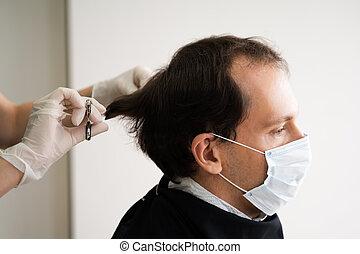 court, découpage, homme, salon cheveux