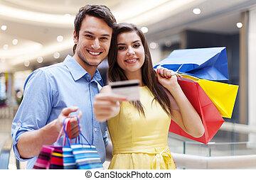 crédit, couple, achats, carte, centre commercial, projection, beau