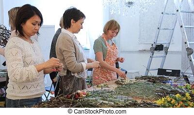 créer, fonctionnement, compositions., floristic, fleurs, femmes