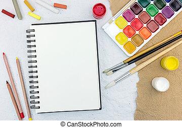 crayons, artiste, table:, aquarelle, craies, travail, pinceaux, outils