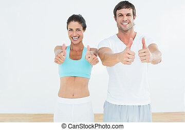 crise, couple, haut, studio, pouces, fitness, faire gestes, heureux