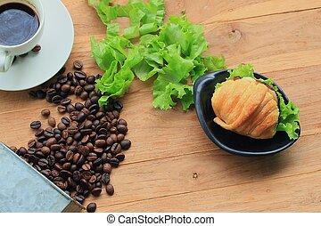 croissant, café chaud