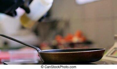 cuisine, chef cuistot, mains, poêle, cuisine