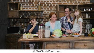 cuisine, nourriture famille, applaudir, après, ensemble, gai, attente, parents, préparer, mains, maison, heureux, enfants, cuisine