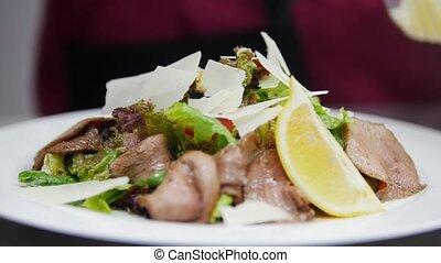 cuisine, plaque, ajoute, assaisonnement, inconnu, chef cuistot, mince, plat, épices, complète, fromage