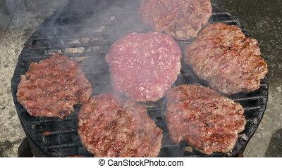 cuisinier, barbecue, hamburgers, tourner