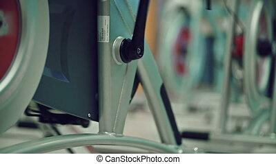 cycliste, gymnase