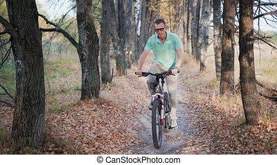 cycliste, vélo, forêt automne, équitation, homme