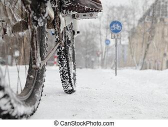 cycliste, vélo, hiver, panneaux signalisations