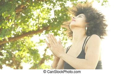 décontracté, extérieur, pose yoga, femme