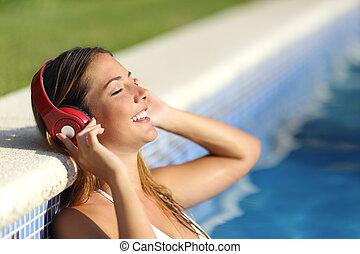 décontracté, femme, musique écouter, écouteurs