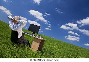 délassant, bureau, champ, bureau vert, homme
