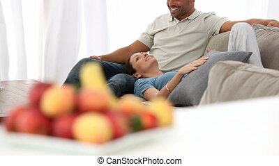 délassant, couple, ensemble, heureux