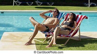 délassant, couple, jeune, recours, piscine, natation