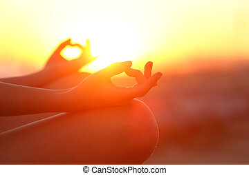 délassant, mains, coucher soleil, yoga, femme, extérieur