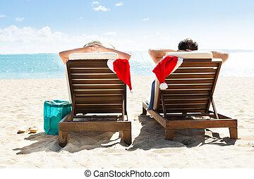 délassant, pont préside, couple, recours, santa, plage, chapeaux