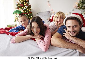 dépenser, aimer, lit, noël famille