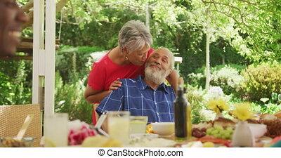 dépenser, jardin, personne agee, américain africain, temps, couple