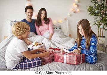 dépenser, noël, lit, famille, matin