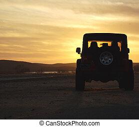 désert coucher soleil, véhicule