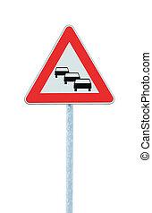détaillé, triangle, vertical, devant, signe, isolé, symbole, grand, probable, confiture, trafic, espérer, congestion, retards, closeup, avertissement, files attente, route, rouges